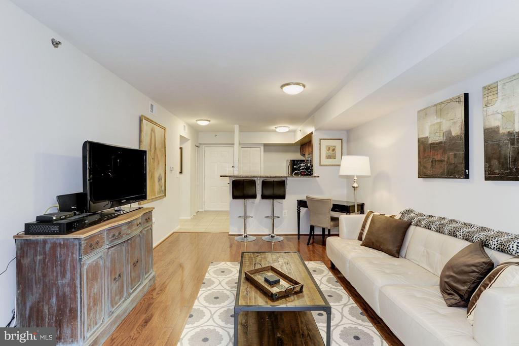 LIVING ROOM - 1001 VERMONT ST N #508, ARLINGTON