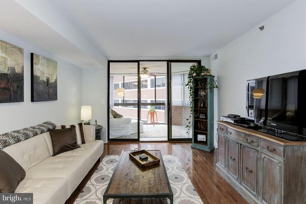 LIVING RM OPENS BEAUTIFULLY TO 100+ SQ FT SUNROOM! - 1001 VERMONT ST N #508, ARLINGTON