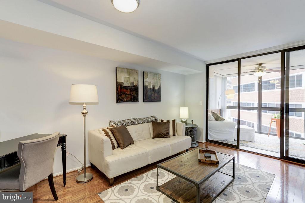 LIVING ROOM - FEATURES HARDWOOD FLOORS! - 1001 VERMONT ST N #508, ARLINGTON