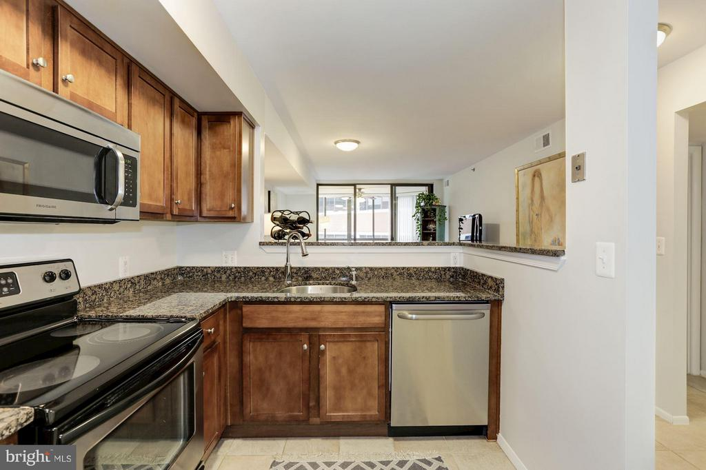 KITCHEN - CHERRY WOOD CABINETRY! - 1001 VERMONT ST N #508, ARLINGTON