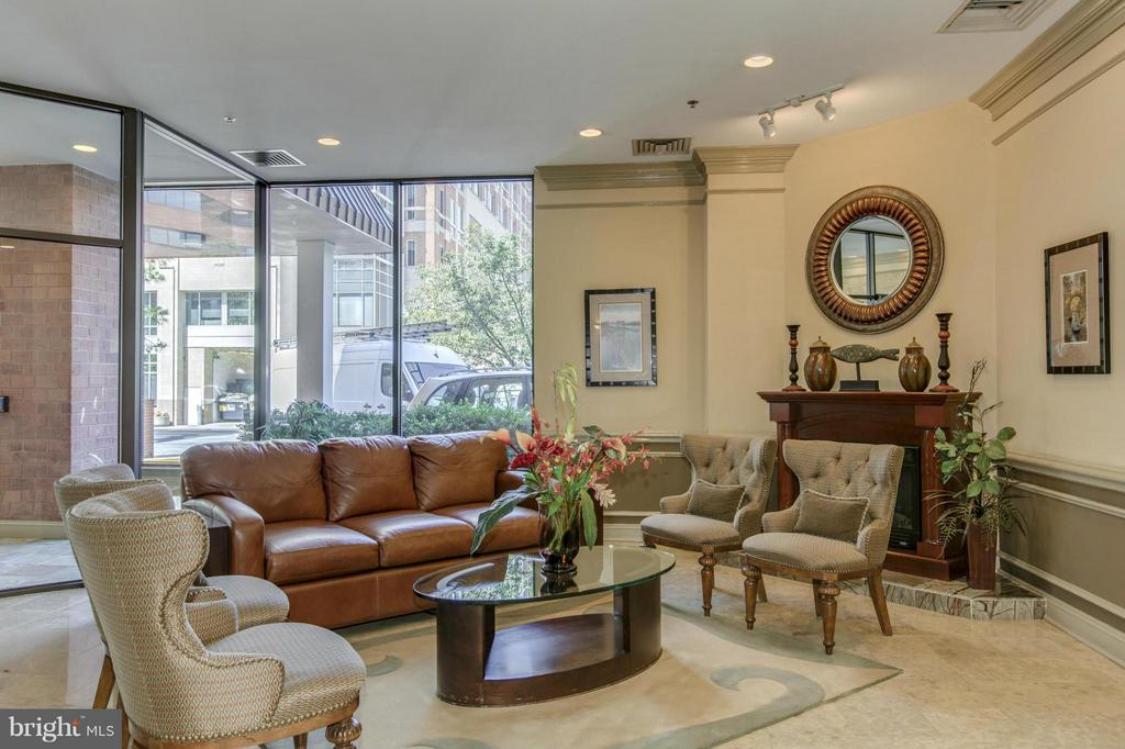 LOBBY - COZY, WARM, and INVITING! - 1001 VERMONT ST N #508, ARLINGTON