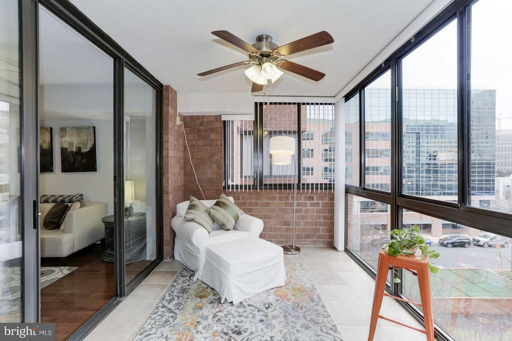 SUNROOM - PERFECT AS A HOME OFFICE, FORMAL DINING! - 1001 VERMONT ST N #508, ARLINGTON