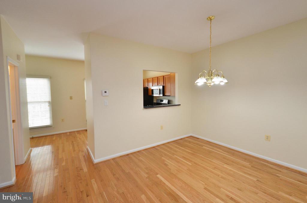 Living Room - 528 BRECKINRIDGE SQ SE, LEESBURG