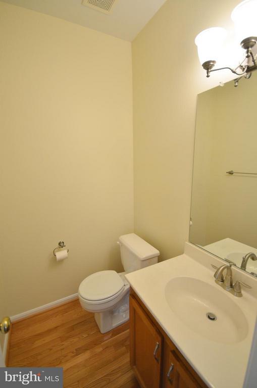 Half Bathroom - 528 BRECKINRIDGE SQ SE, LEESBURG