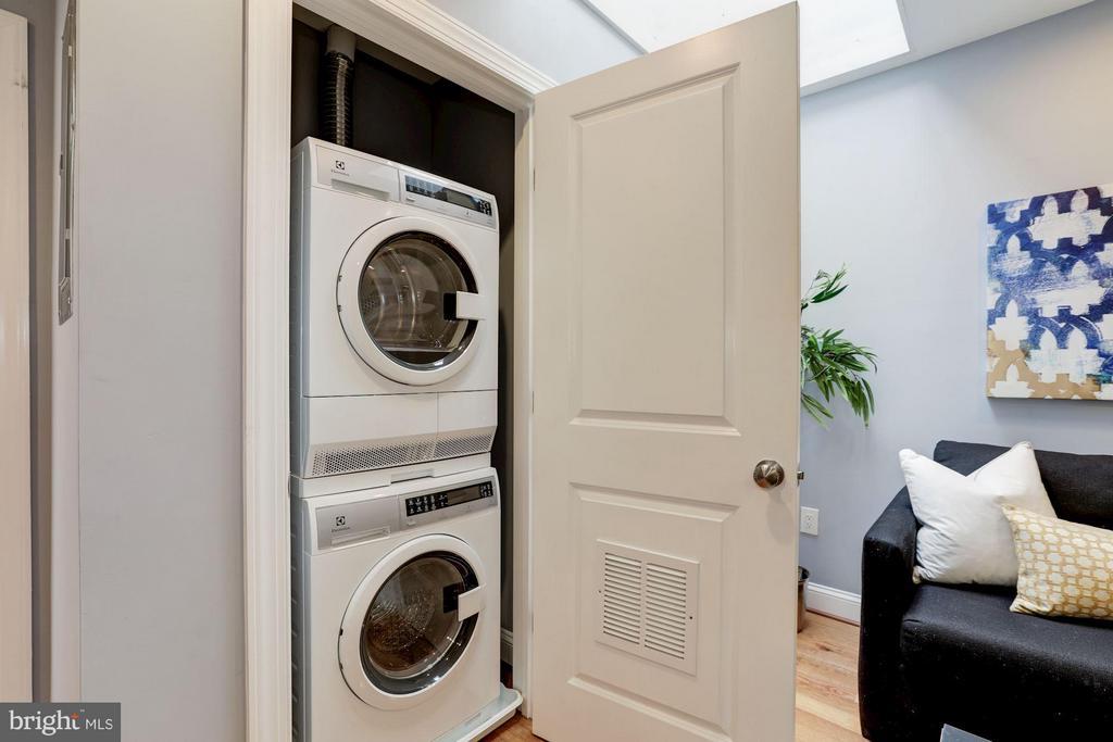 In Unit Washer and Dryer - 1326 DOWNING PL NE #3, WASHINGTON