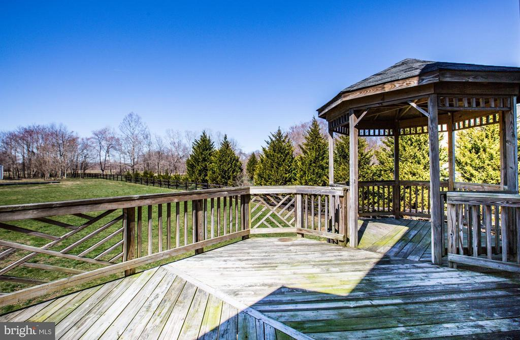 Large deck with gazebo - 190 THE VANCE WAY, FREDERICKSBURG