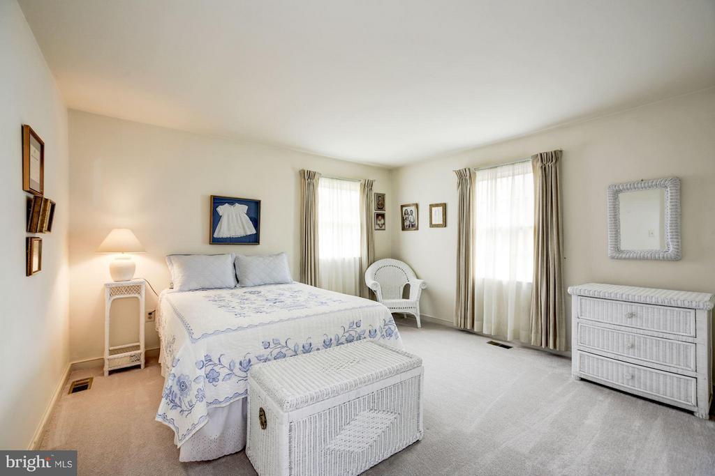 Large 2nd Bedroom - 9324 HEATHER GLEN DR, ALEXANDRIA
