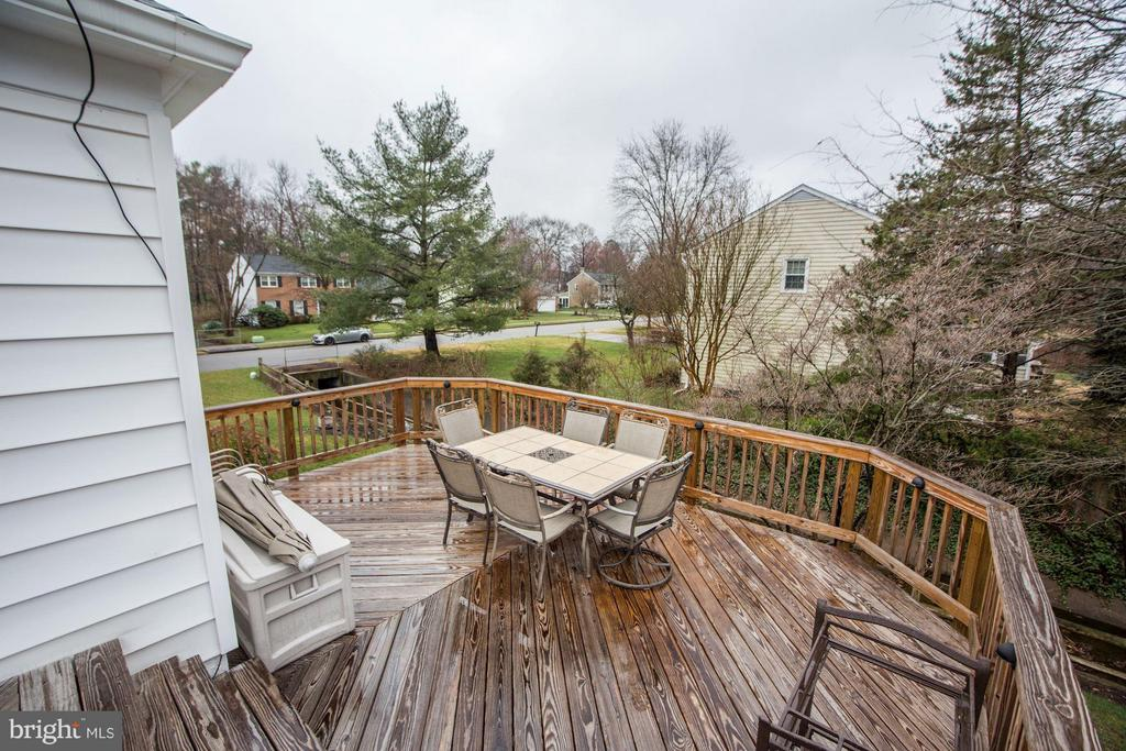 Gigantic, 2 level, wrap-around deck! - 9324 HEATHER GLEN DR, ALEXANDRIA