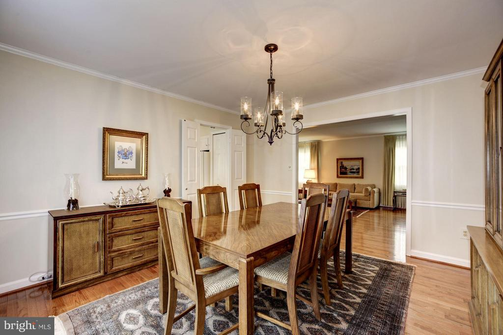Dining Room with 2nd Door to Large Deck - 9324 HEATHER GLEN DR, ALEXANDRIA