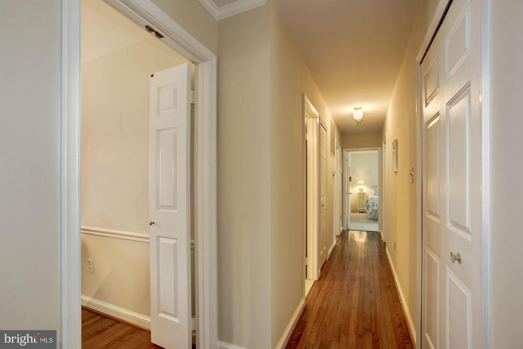 Beautiful Hardwood Floors on Main Level - 9324 HEATHER GLEN DR, ALEXANDRIA