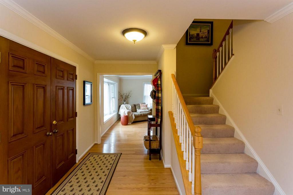 Large Foyer - 2527 HEATHCLIFF LN, RESTON