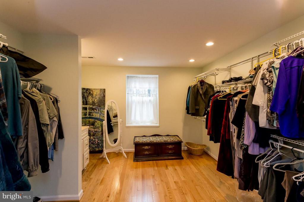 Walk in Closet - 2527 HEATHCLIFF LN, RESTON