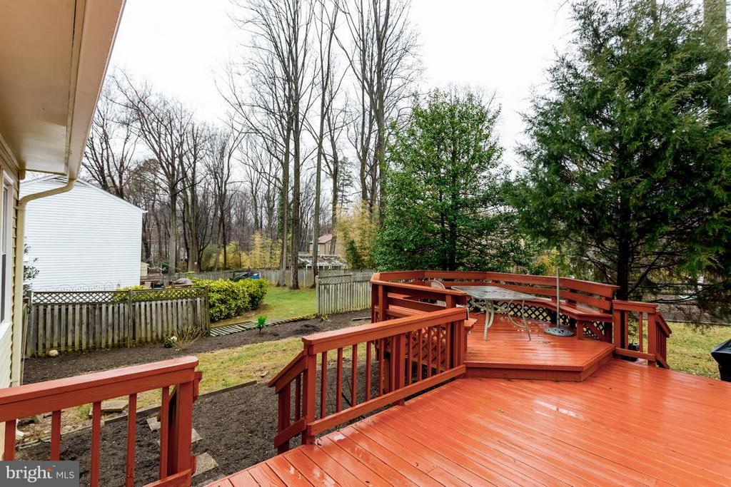 Deck with dining area - 2527 HEATHCLIFF LN, RESTON