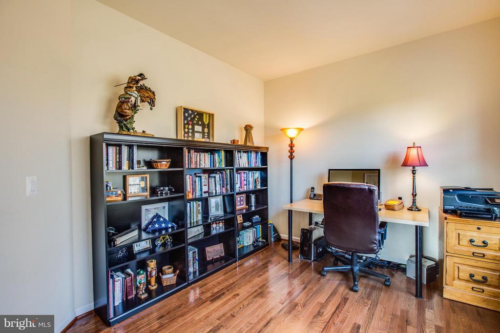 Elegant hardwood enhance space for client meetings - 51 JANNEY LN, FREDERICKSBURG