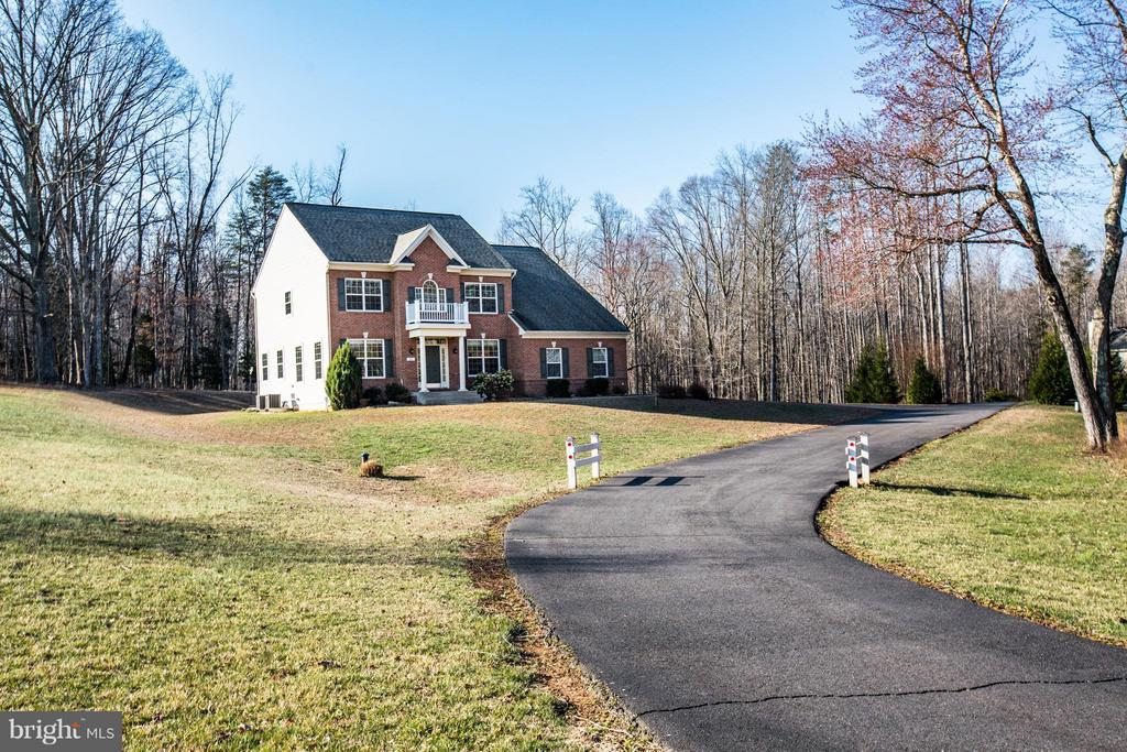Regal Colonial encompassed by country charm - 51 JANNEY LN, FREDERICKSBURG