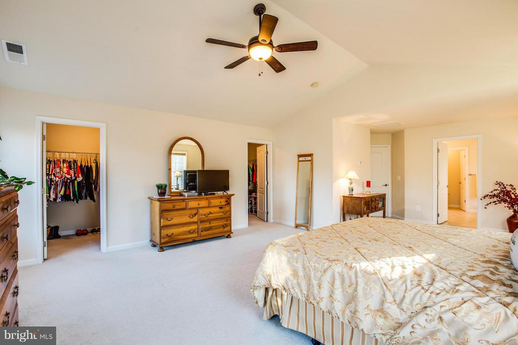 That's right! Two walk-in closets! - 51 JANNEY LN, FREDERICKSBURG