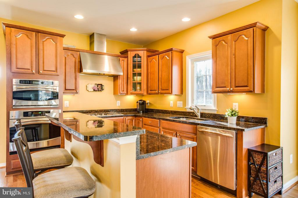 Gourmet cherry cabinets with pullout shelves - 51 JANNEY LN, FREDERICKSBURG