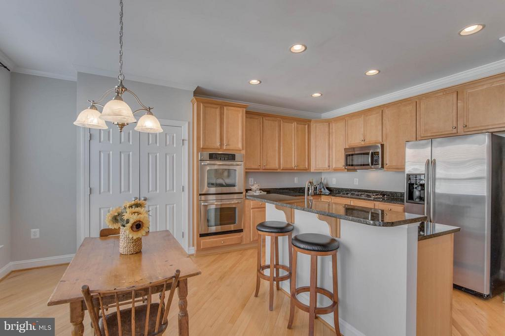 Room for a table plus breakfast bar on island - 800 BRANCH DR, HERNDON