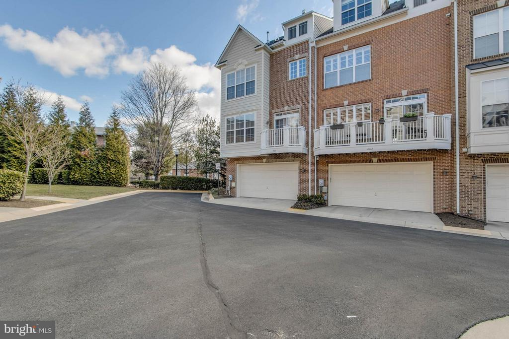 Two car garage with extra parking - 800 BRANCH DR, HERNDON