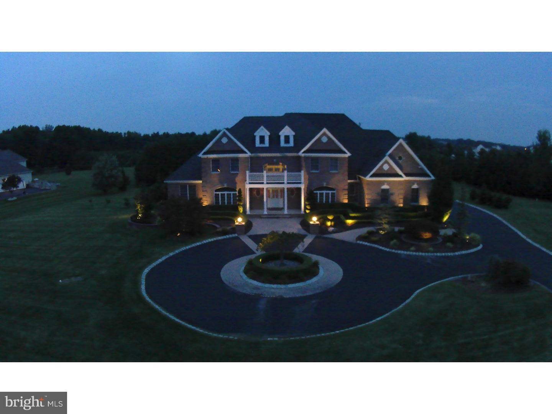 Casa Unifamiliar por un Venta en 8 SCENIC WAY Monroe, Nueva Jersey 08831 Estados UnidosEn/Alrededor: Monroe Township