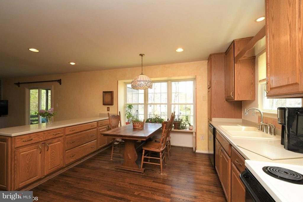 Eat-in Kitchen opens to Family Room - 12506 CHARLES STEWART CT, FAIRFAX
