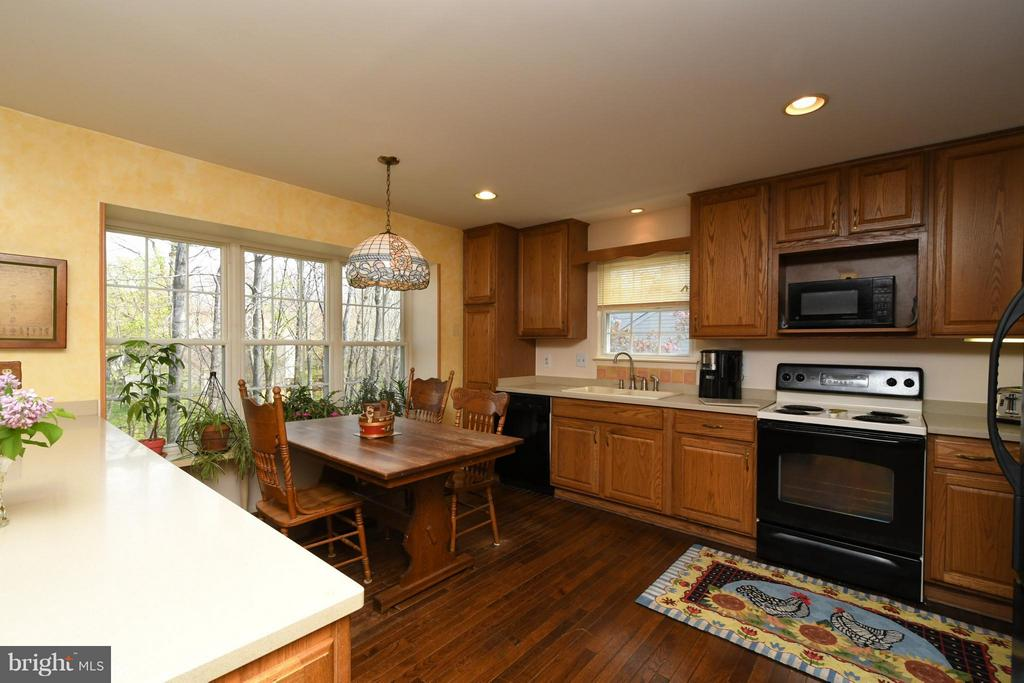 Eat-in Kitchen with large window for healthy plant - 12506 CHARLES STEWART CT, FAIRFAX