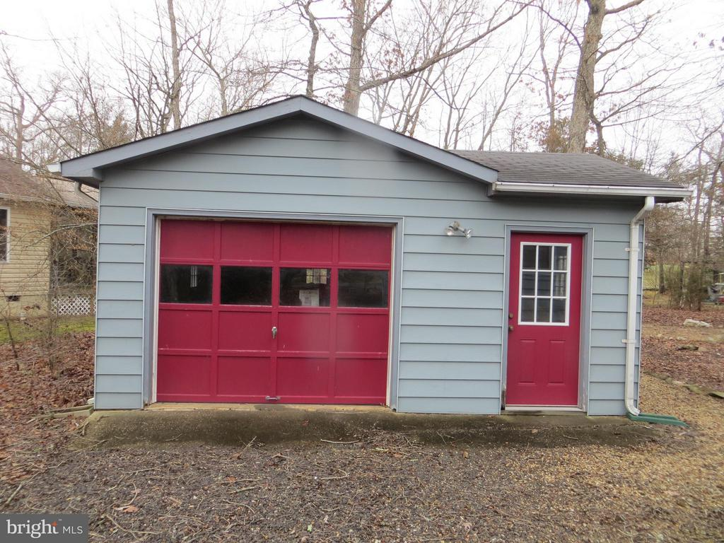 Detatched Garage & Workshop - 523 LIBERTY BLVD, LOCUST GROVE