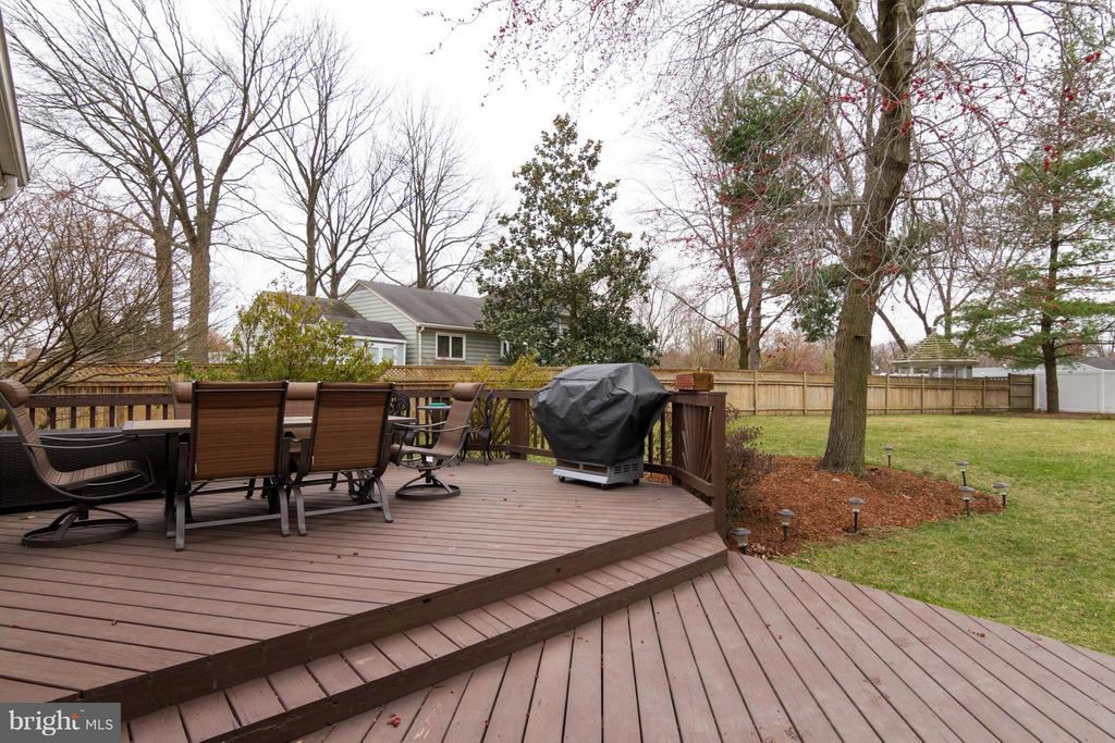 Casual deck off kitchen - 6058 TAMMY DR, ALEXANDRIA