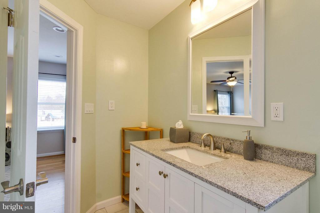 Renovated master bath with oversized vanity - 6058 TAMMY DR, ALEXANDRIA