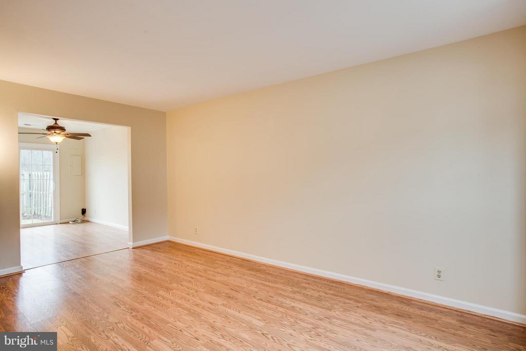 Living Room - 305 SURRY LN, STAFFORD