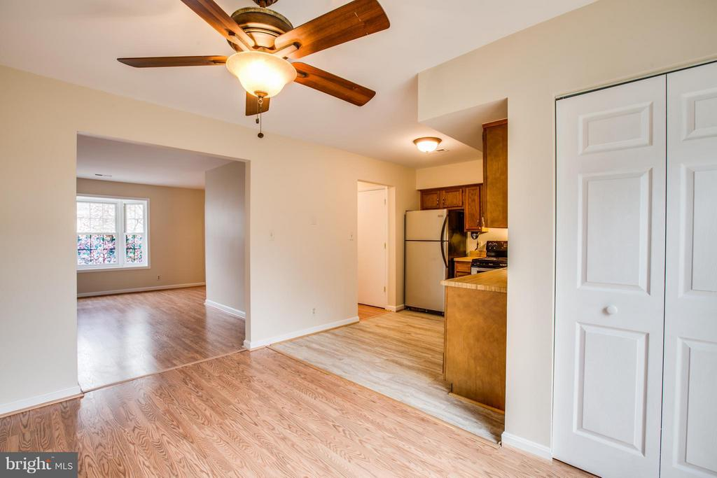 Kitchen & Dining room - 305 SURRY LN, STAFFORD