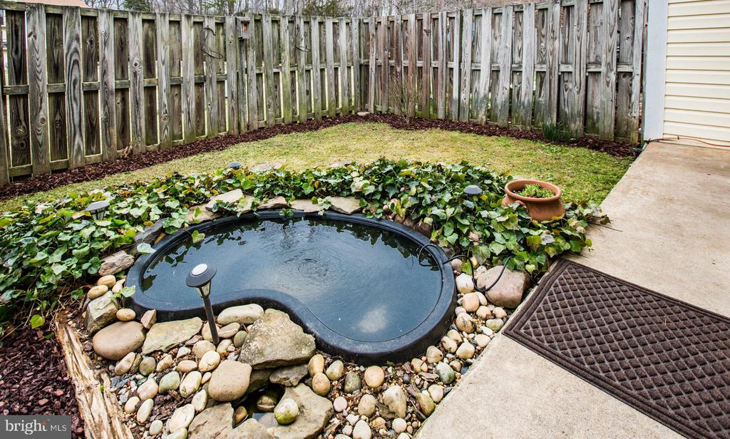 Private back yard - 305 SURRY LN, STAFFORD