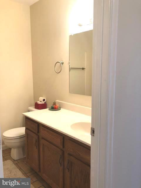 Upstairs full Bath - 305 SURRY LN, STAFFORD