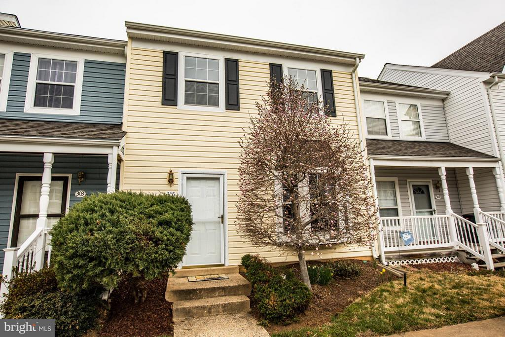 Exterior (Front) - 305 SURRY LN, STAFFORD