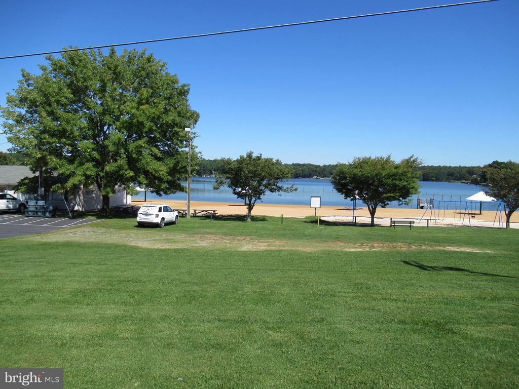 It is just a hop, skip & jump to the beach - 185 DOGWOOD DR, LOUISA