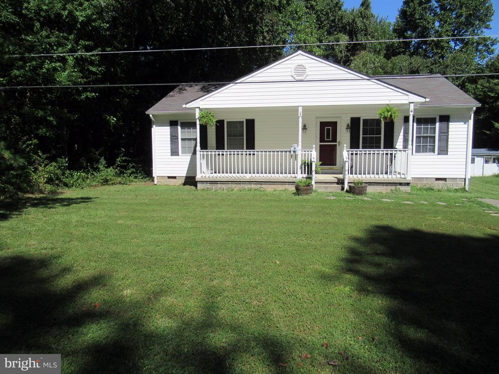 Nice green yard - 185 DOGWOOD DR, LOUISA