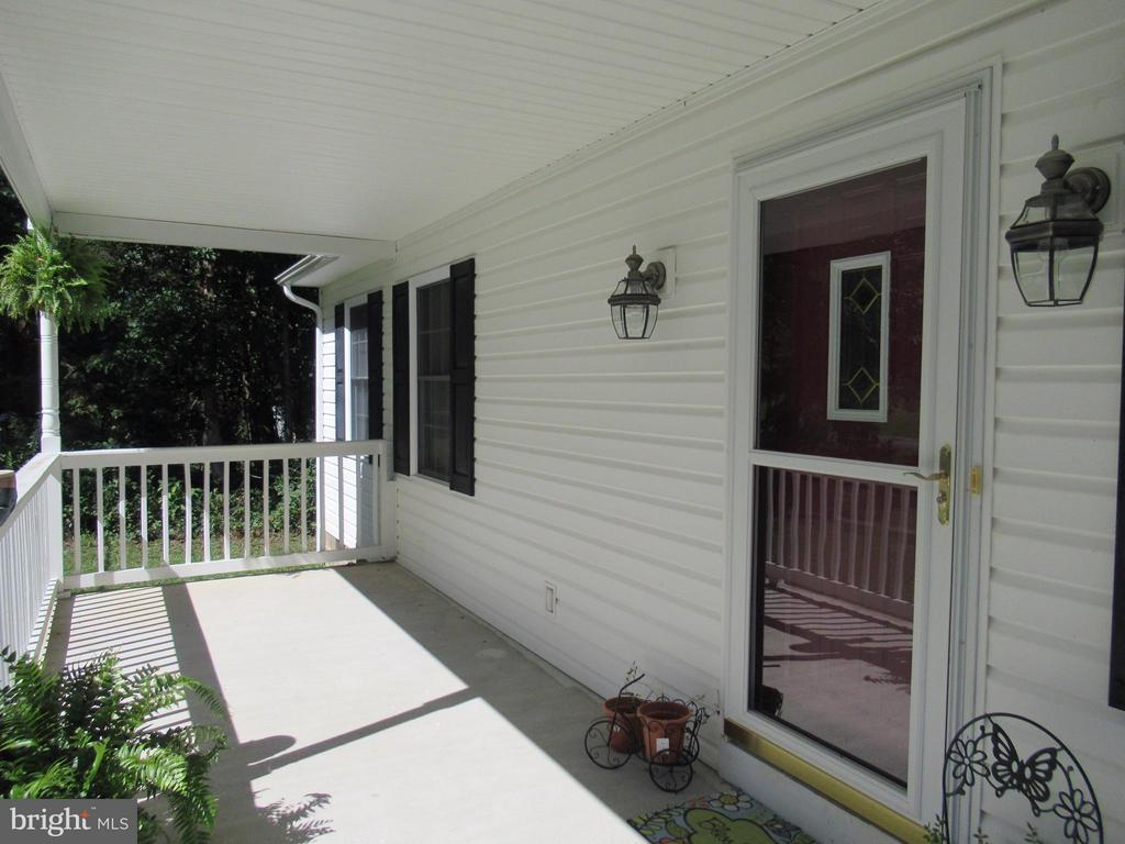17 x 8 front porch - 185 DOGWOOD DR, LOUISA