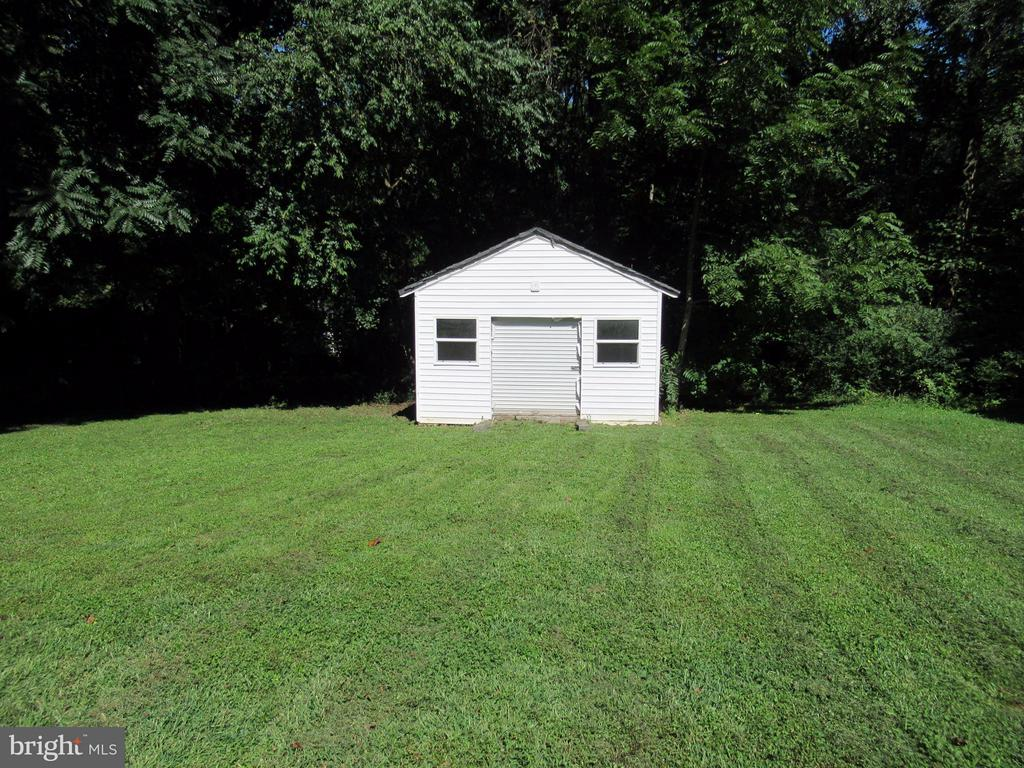 15 x 16 shed - 185 DOGWOOD DR, LOUISA
