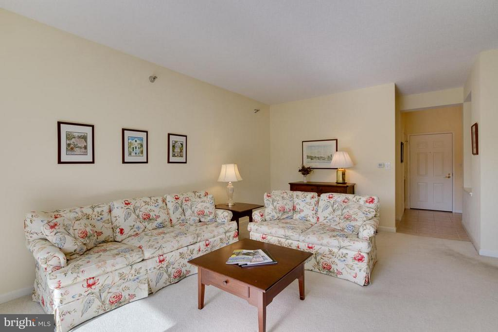 Family Room - 2900 LEISURE WORLD BLVD #402, SILVER SPRING