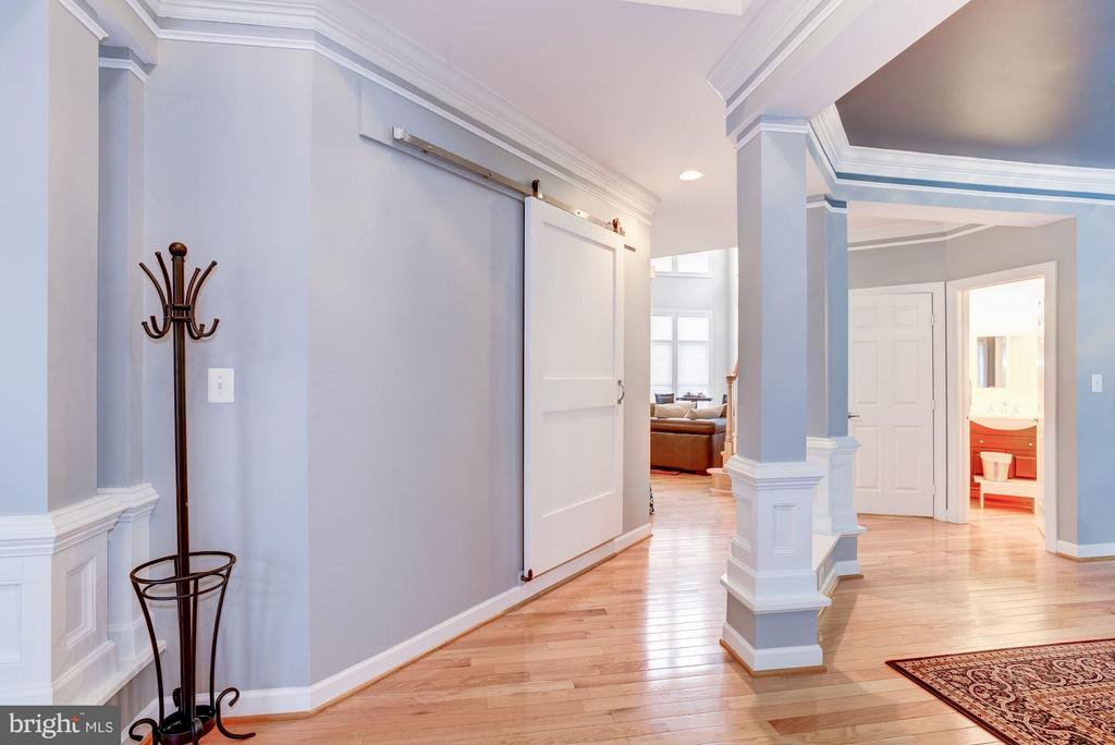 Foyer - 3858 FARRCROFT DR, FAIRFAX