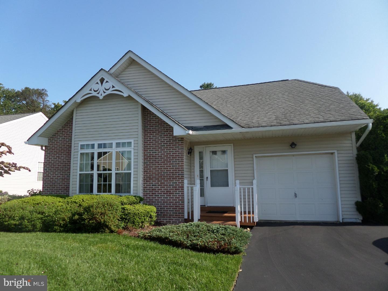 Maison unifamiliale pour l Vente à 425 E GLENVIEW Drive West Grove, Pennsylvanie 19390 États-Unis