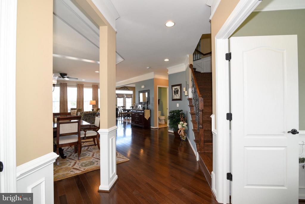 Foyer with hickory floors - 21275 FAIRHUNT DR, ASHBURN