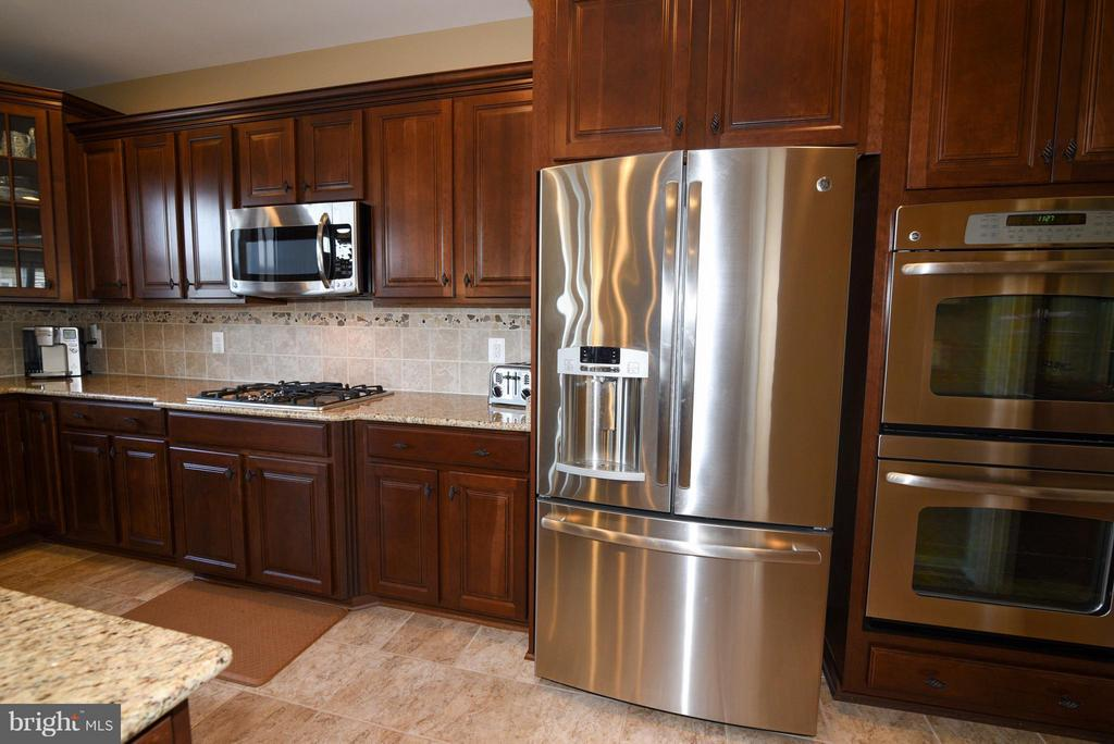 Great Kitchen with SS and Granite - 21275 FAIRHUNT DR, ASHBURN