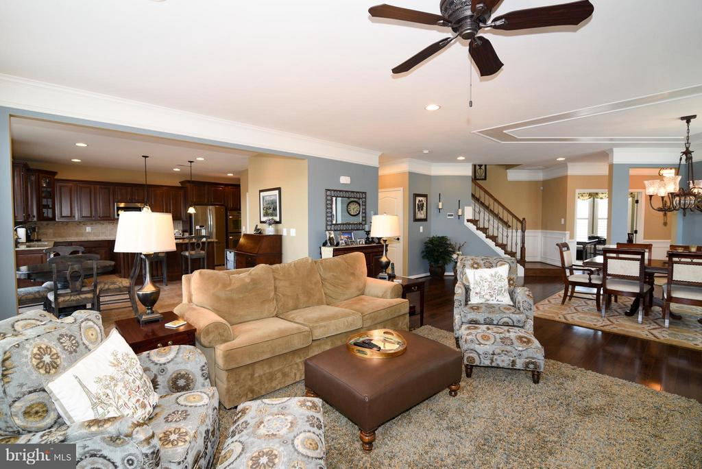 Living Room with recessed lighting - 21275 FAIRHUNT DR, ASHBURN