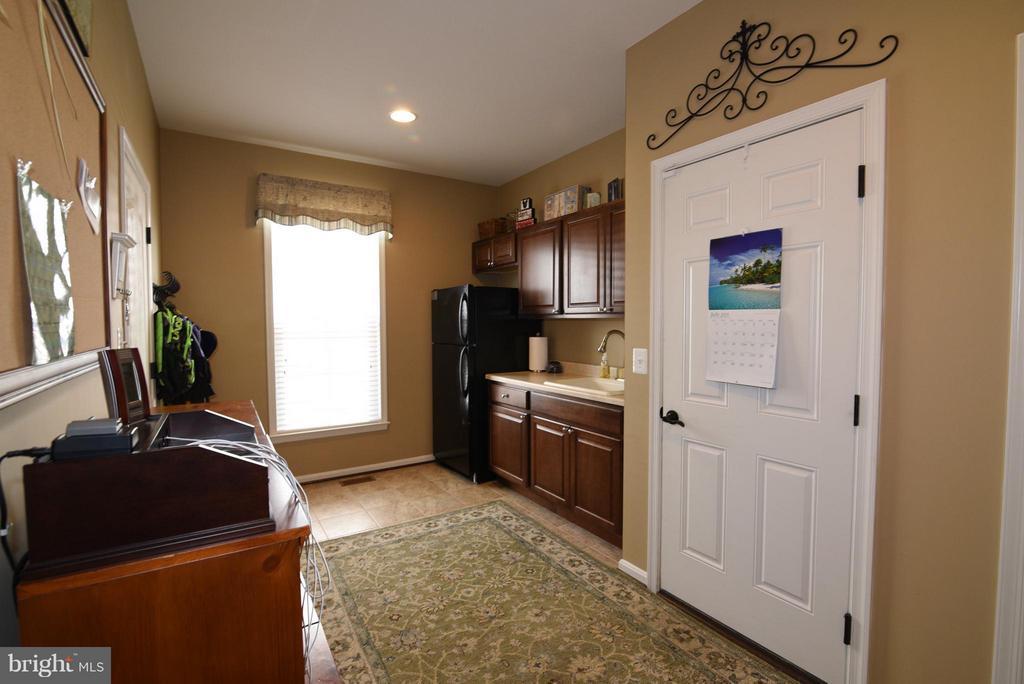 Mud Room off Kitchen - 21275 FAIRHUNT DR, ASHBURN