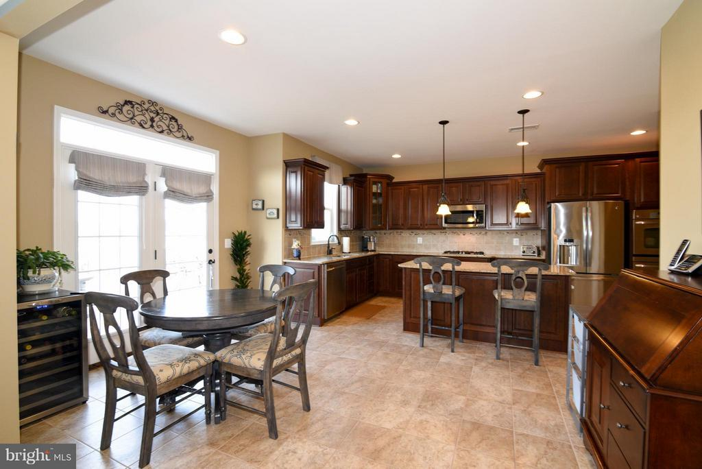 Kitchen with french doors to deck - 21275 FAIRHUNT DR, ASHBURN