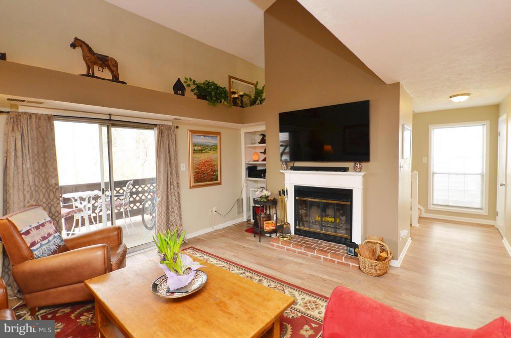 Spacious Living Room with Wood Fireplace - 10168 OAKTON TERRACE RD #10168, OAKTON