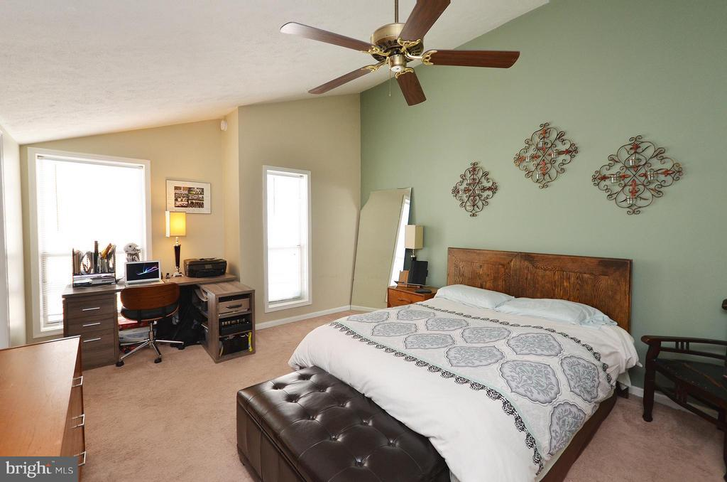 Master Bedroom with Vaulted Ceiling - 10168 OAKTON TERRACE RD #10168, OAKTON