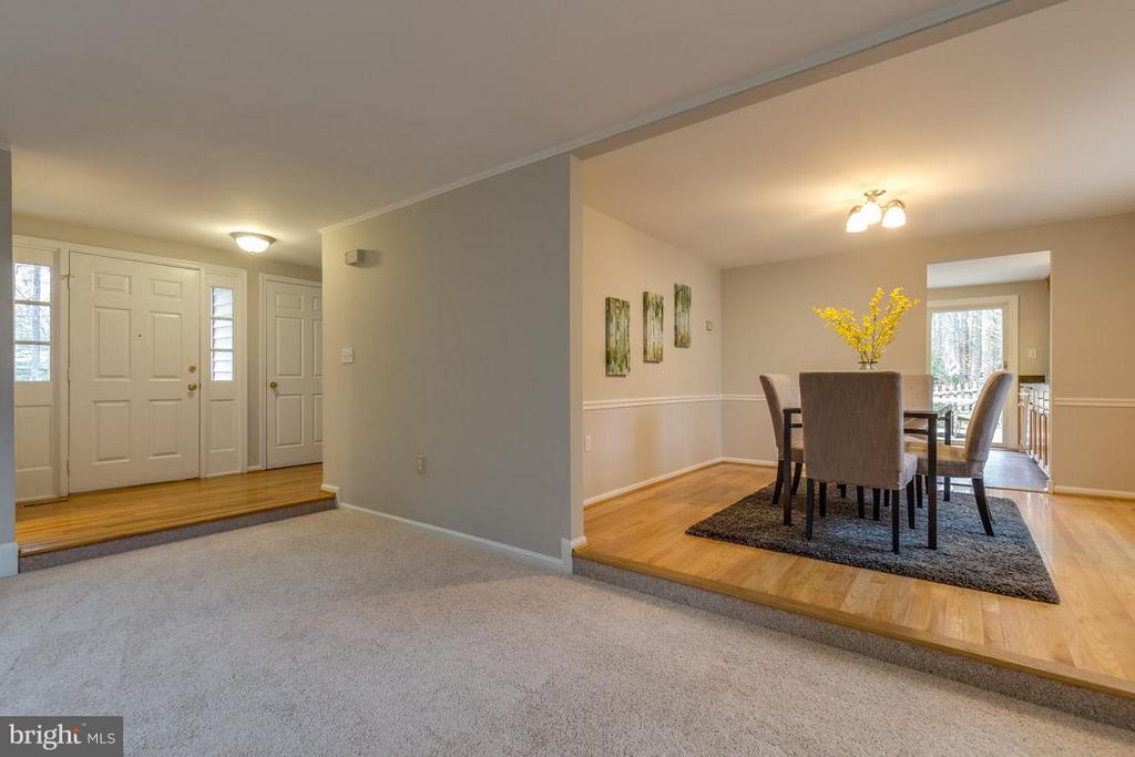 Great flow to foyer and large dining room. - 5912 NEW ENGLAND WOODS DR, BURKE