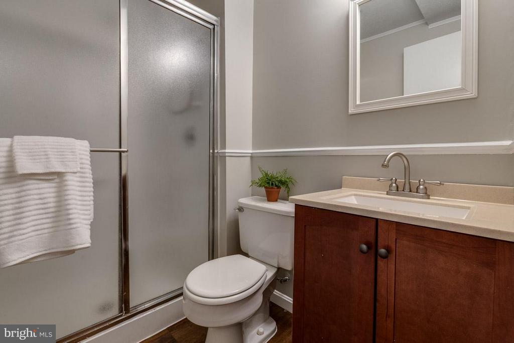 Full bathroom in basement - 5912 NEW ENGLAND WOODS DR, BURKE